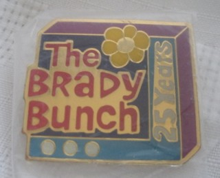 Television from the 1970's Collectibles - Brady Bunch - Brady Bunch 25th Anniversary Metal Pin