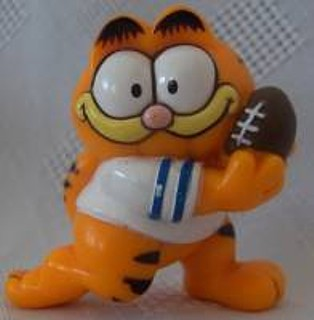 Garfield Collectibles - Garfield Football PVC Figure