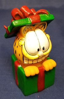 Garfield Collectibles - Garfield Winter Christmas Gift Present PVC Rubber Figure