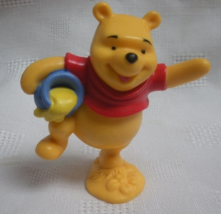Walt Disney Collectibles - Winnie the Pooh and Honey Pot PVC