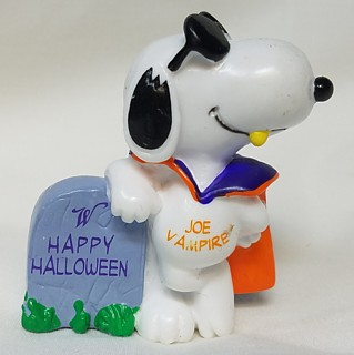 Snoopy and Peanuts Collectibles - Snoopy Joe Vampire Halloween Whitmans PVC