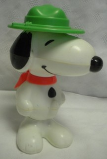 Snoopy and Peanuts Collectibles - Snoopy Figural Puzzle Figure