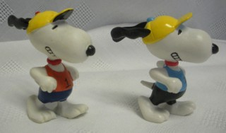 Snoopy and Peanuts Collectibles - Snoopy Running Marathon PVC Figures
